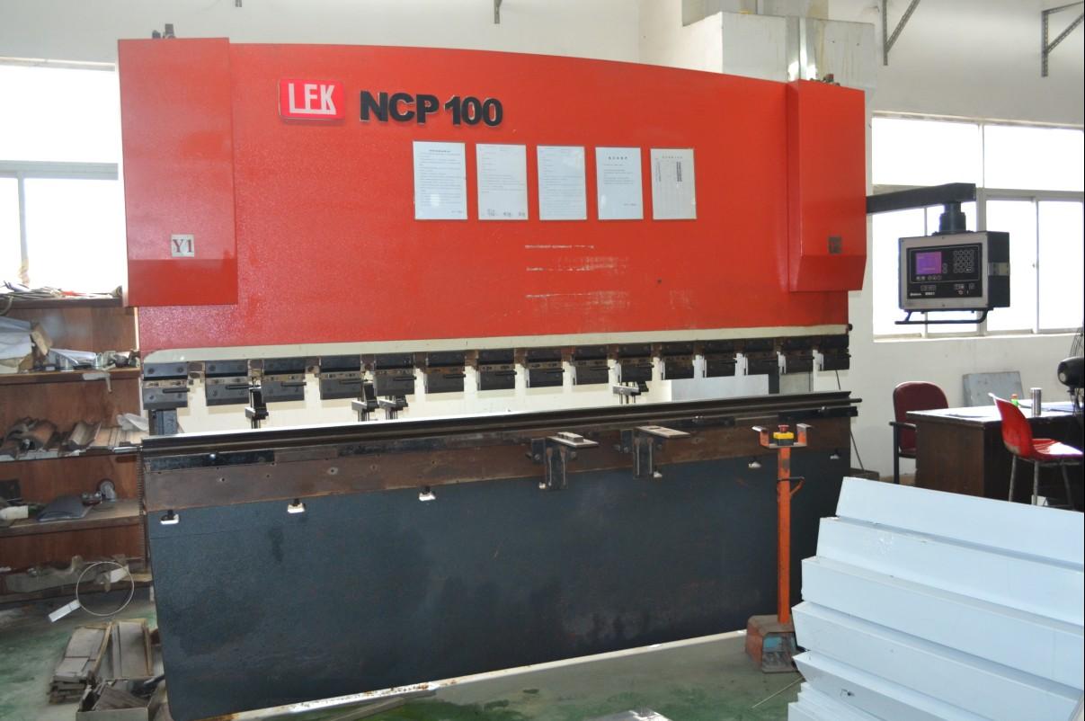 100吨大型折弯机